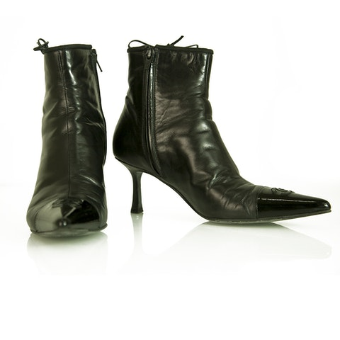 Chanel Black Leather Cap Toe Pointed Toe Kitten Heel Ankle Booties Boots sz 37.5