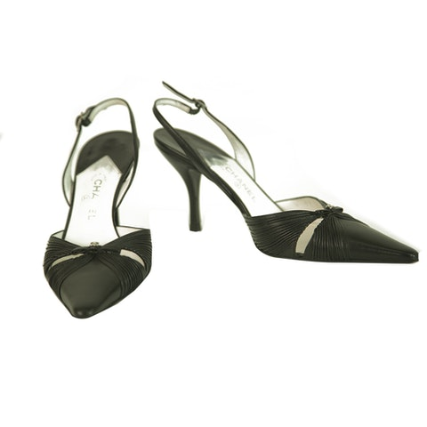 Chanel Black Leather Pointed Toe Bow Slim Heel Pumps Shoes size 37c